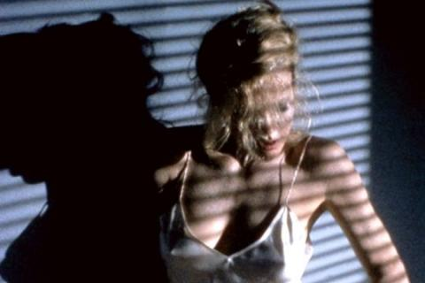 Strip-tease de Kim Basinger (you can leave your hat on)