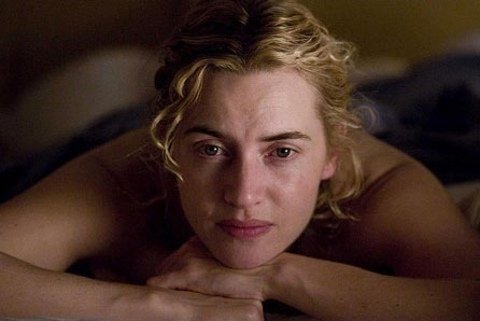 capture Kate Winslet pensive dans the reader