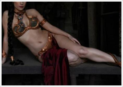 La princesse-esclave Leia (Carrie Fisher) en bikini