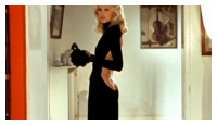 Mireille Darc et sa lgendaire robe dos (fesses) nue(s) de Guy Laroche